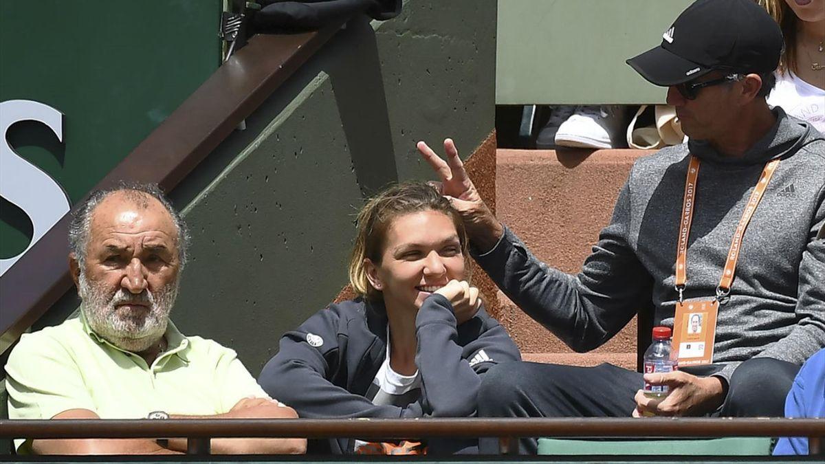 Darren Cahill și Simona Halep, în tribune la Roland Garros