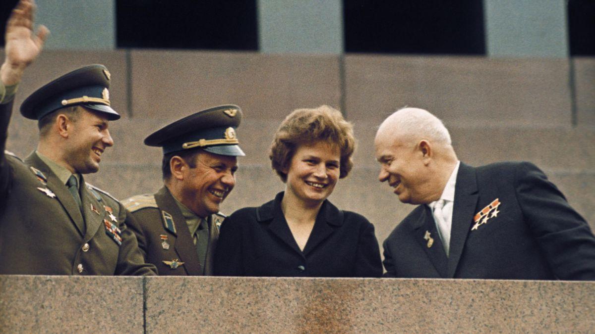 Юрий Гагарин, Леонид Попов, Валентина Терешкова и Никита Хрущев