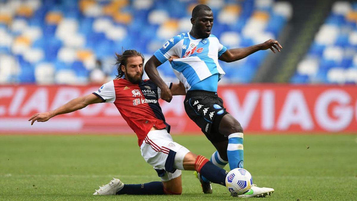 Koulibaly a duello con Klavan in Napoli-Cagliari - Serie A 2020/2021 - Getty Images