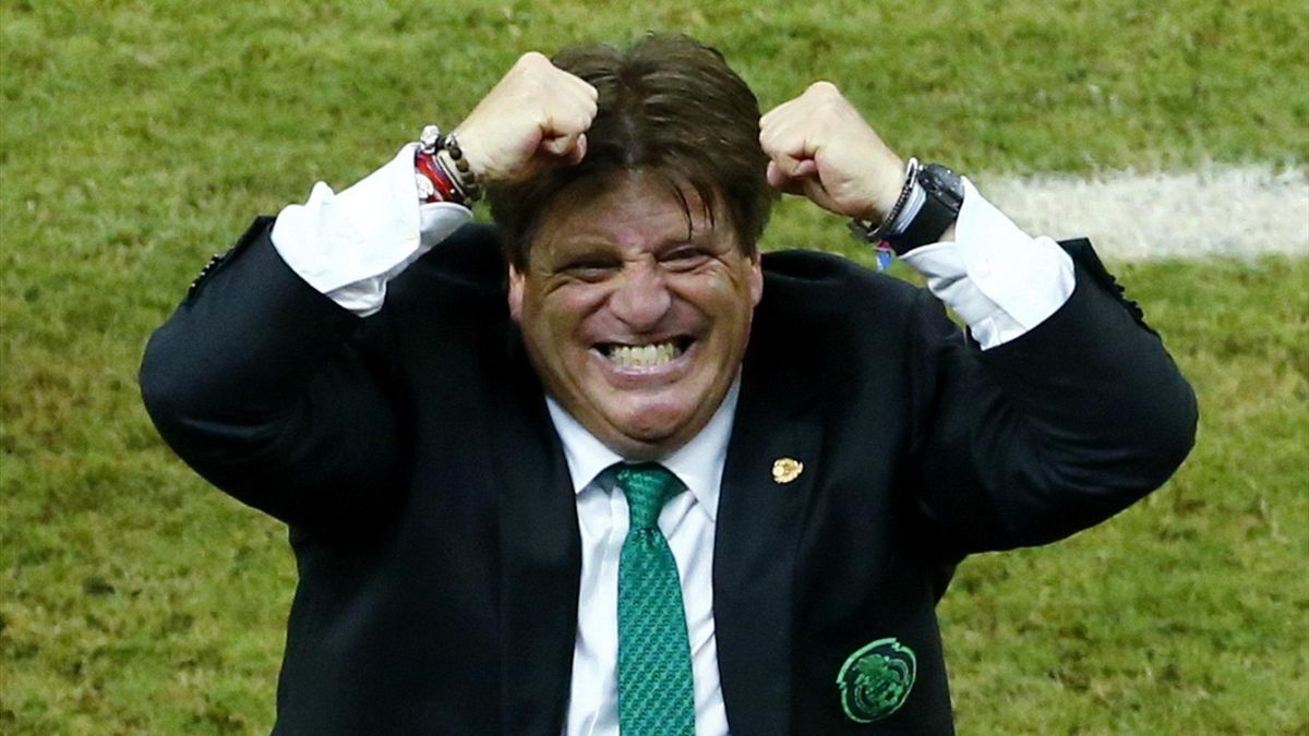 Mexico's coach Miguel Herrera celebrates after Javier Hernandez (unseen) scores the team's third goal during their 2014 World Cup Group A soccer match against Croatia at the Pernambuco Arena in Recife June 23, 2014.