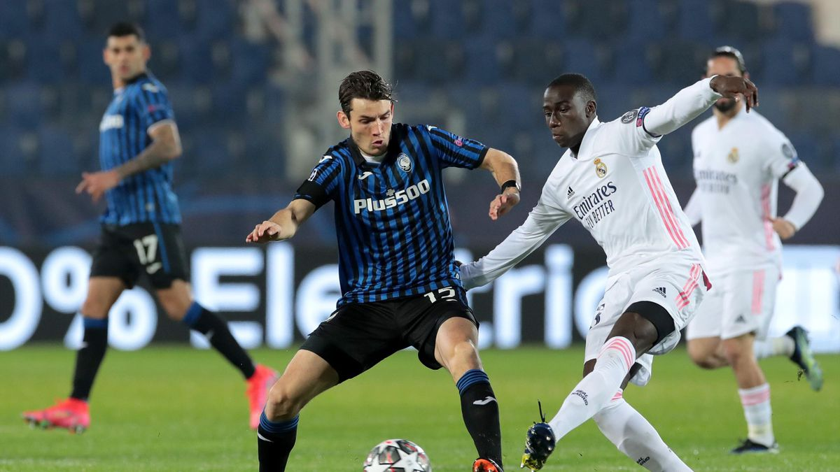 Marten De Roon of Atalanta B.C. is tackled by Ferland Mendy of Real Madrid during the UEFA Champions League Round of 16 match between Atalanta and Real Madrid at Gewiss Stadium on February 24, 2021 in Bergamo, Italy.