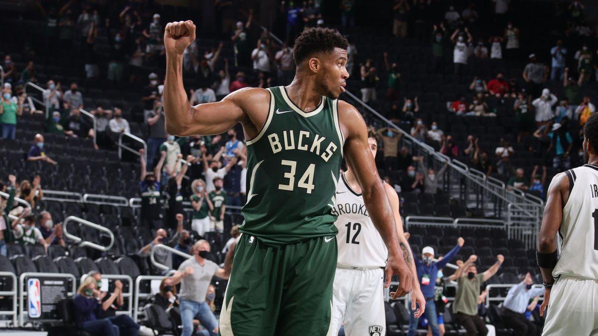 Giannis Antetokounmpo célèbre la victoire des Bucks face aux Nets en NBA