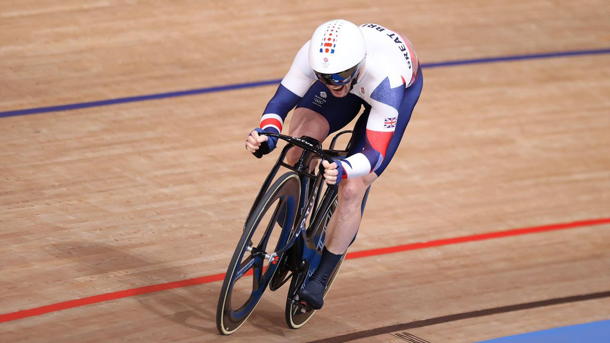'Absolutely remarkable' – Jason Kenny storms to historic keirin gold
