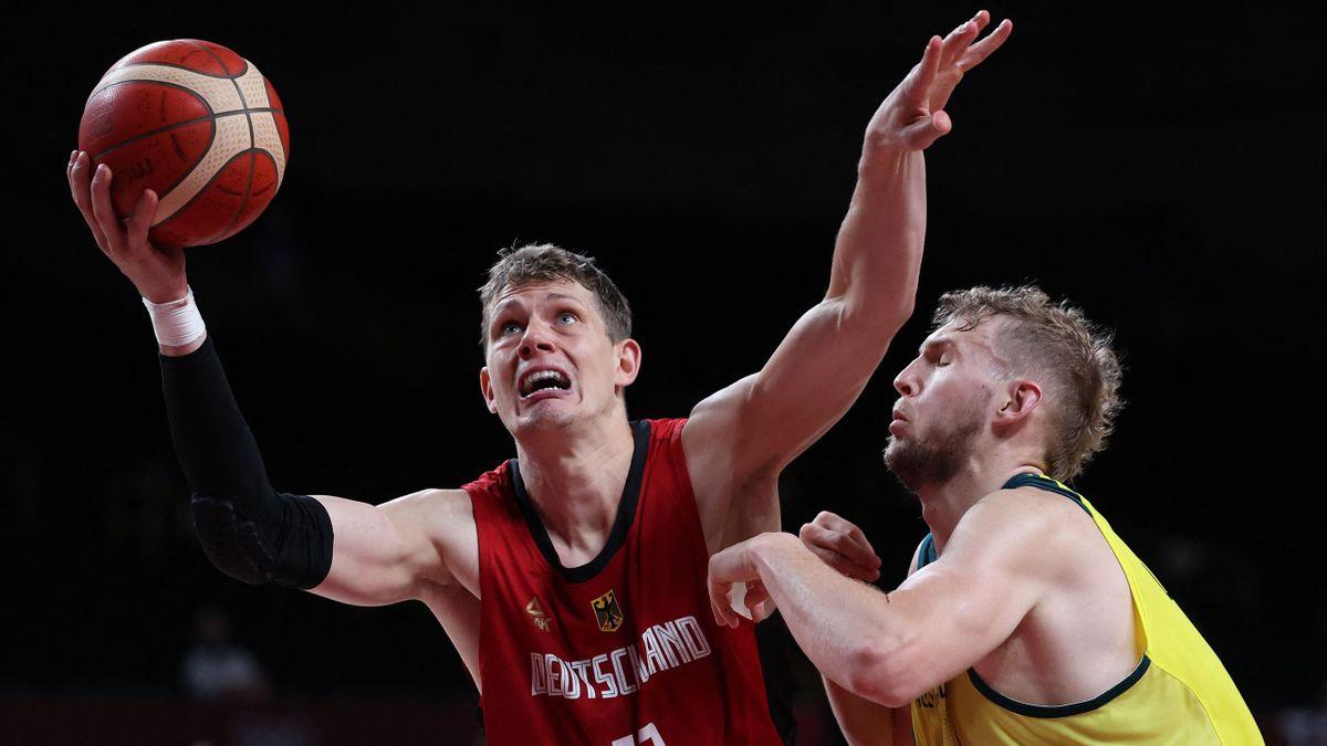 Moritz Wagner (links) und die deutschen Basketballer müssen zittern.