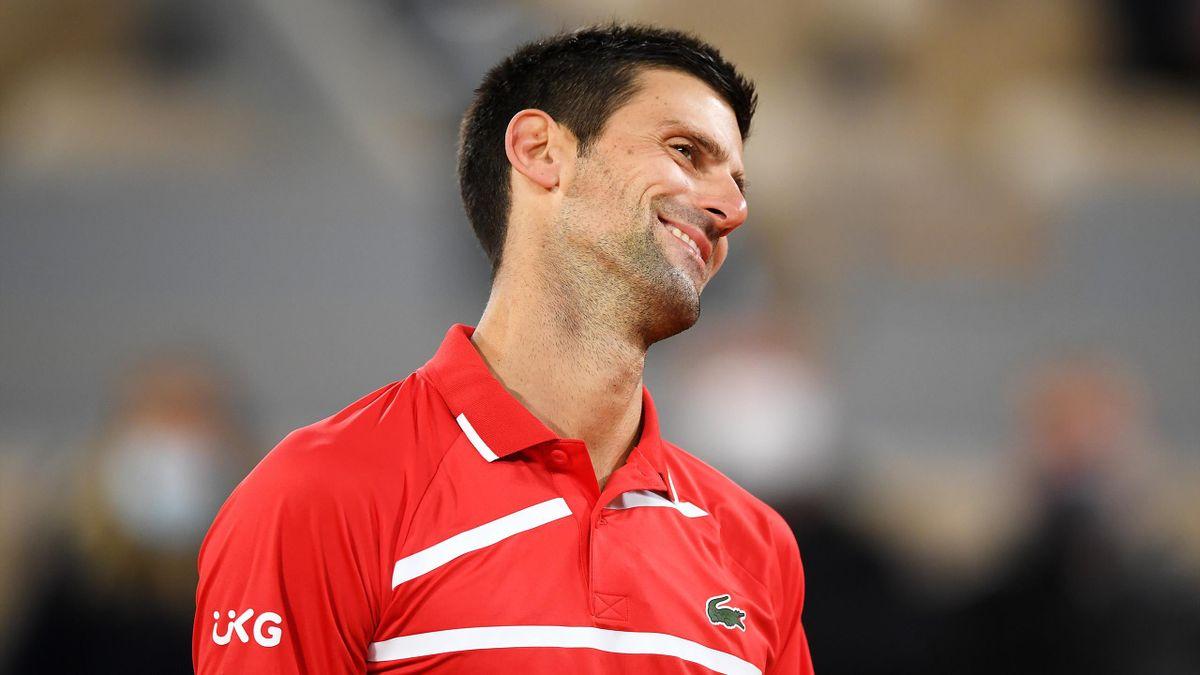 Novak Djokovic tout sourire lors de Roland-Garros 2020.