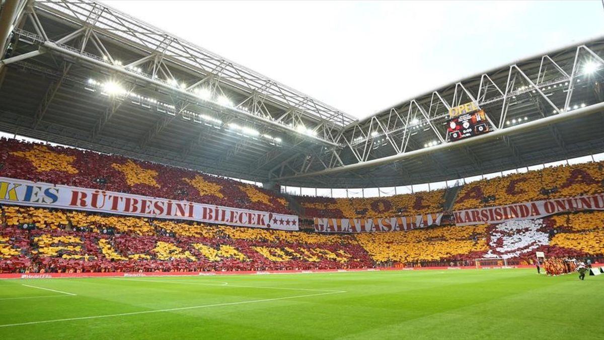 Galatasaray - Beşiktaş koreografi