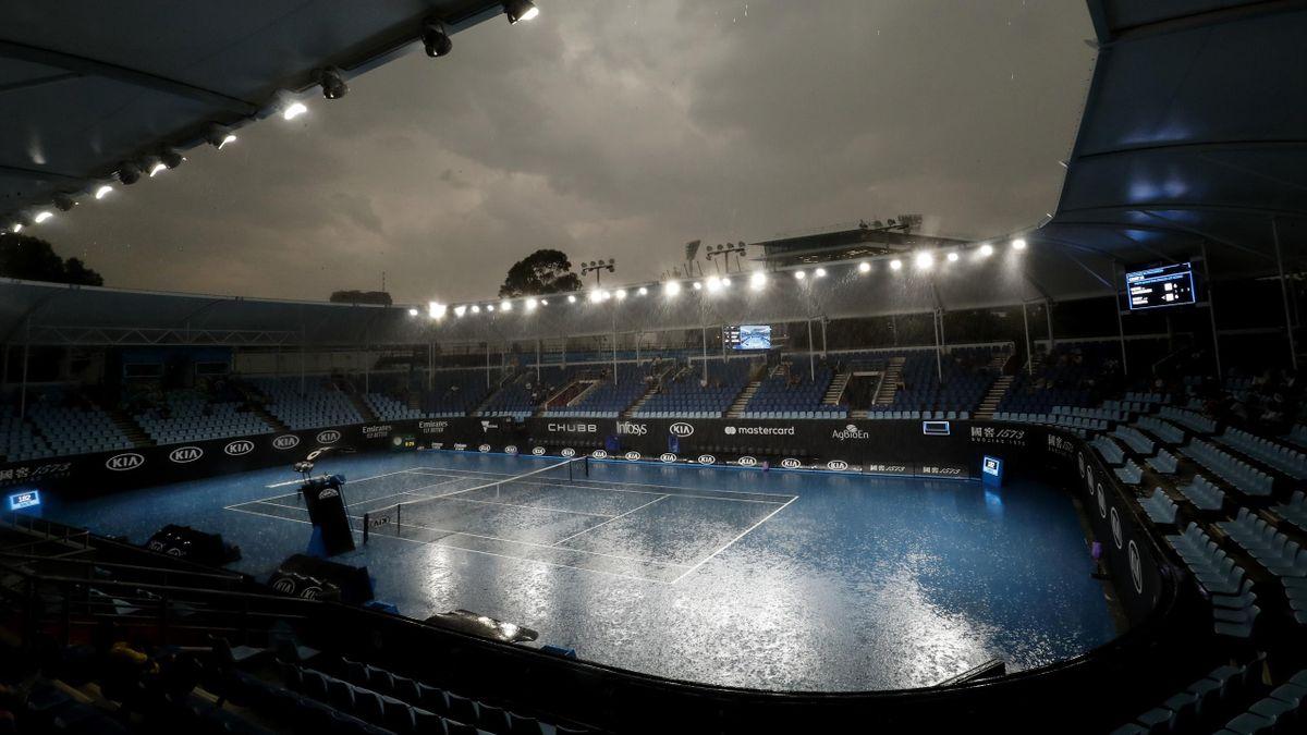 La pioggia si abbatte su Melbourne Park