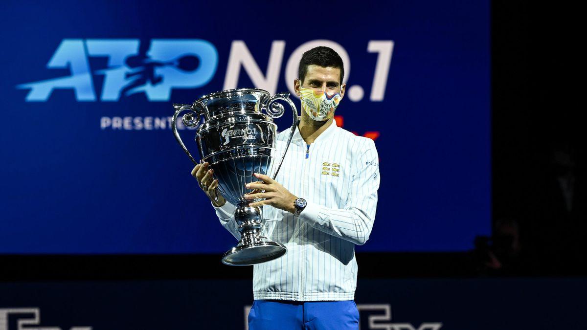 Djokovic alle ATP Finlas 2020 alza il trofeo riservato a chi chiude l'anno da n°1 del mondo. Da lunedì 8 marzo 2021 il serbo supererà Federer con numero di settimane da leader della classifica: 311