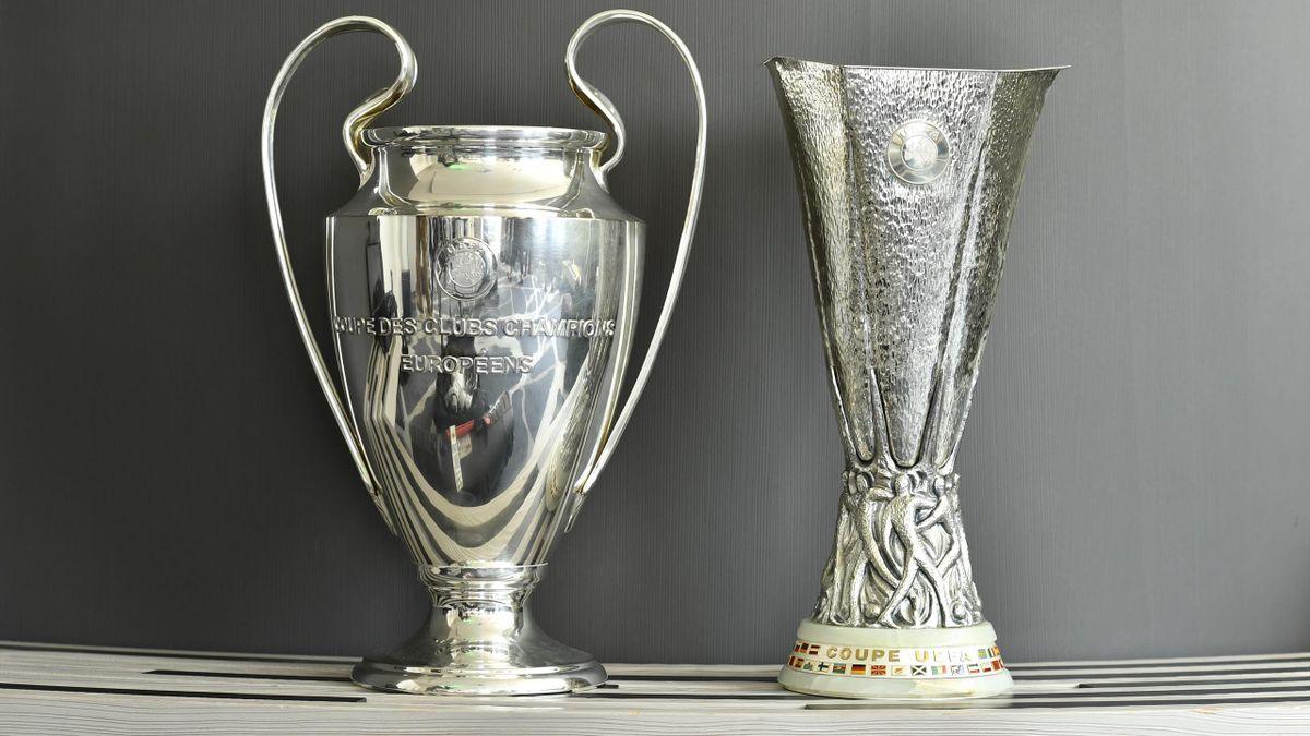 Les trophées de la Ligue des champions et de la Ligue Europa.