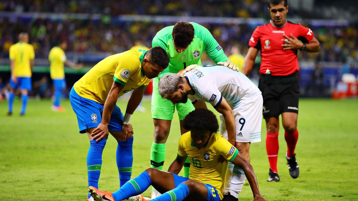 Willian of Brazil reacts to a challenge during the Copa America Brazil 2019 Semi Final match between Brazil and Argentina at Mineirao Stadium on July 02, 2019 in Belo Horizonte, Brazil
