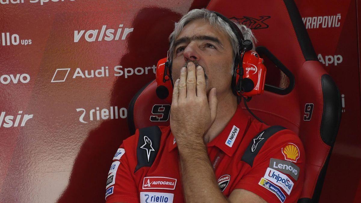 Gigi Dall'Igna dans le box Ducati lors du Grand Prix de République tchèque 2019