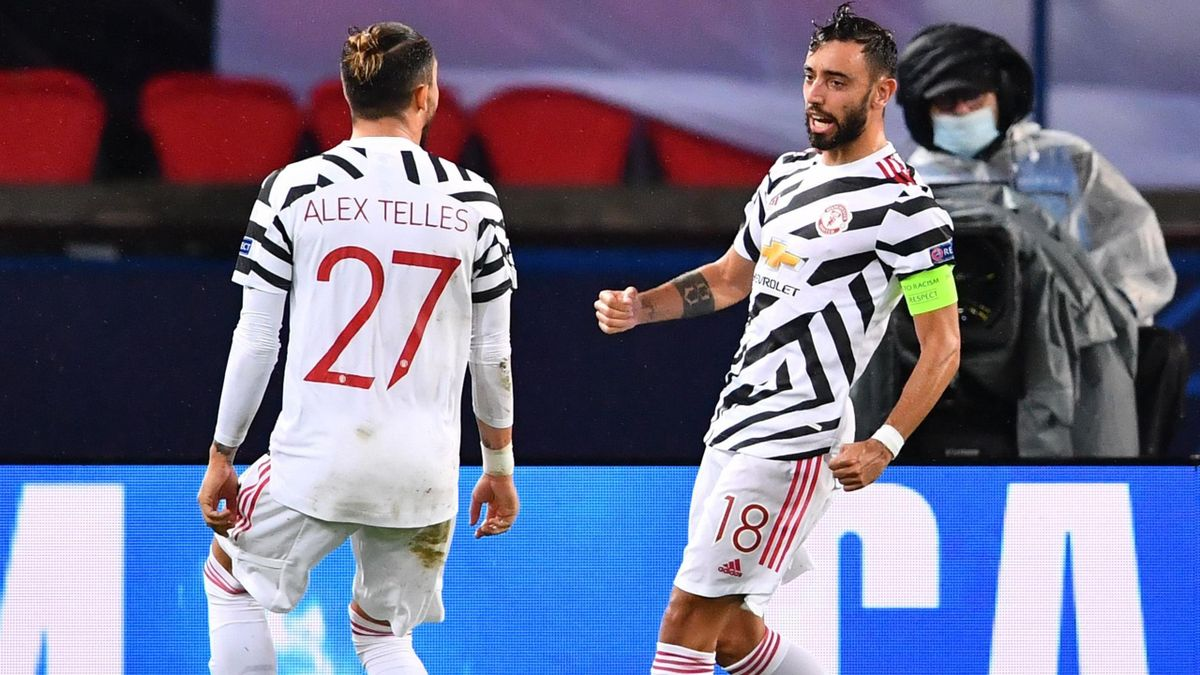 Bruno Fernandes (R) celebrates with Manchester United's Brazilian defender Alex Telles after scoring a penalty kick during the UEFA Europa League Group H first-leg football match between Paris Saint-Germain (PSG) and Manchester United