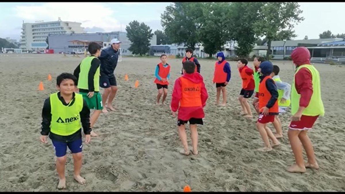 Copiii de la Academia de fotbal a lui Nana Falemi, în cantonament pe litoral