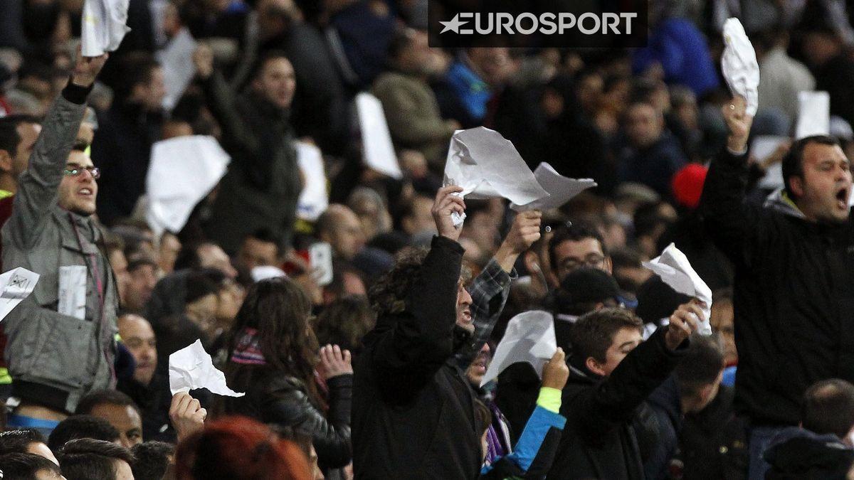 La afición del Real Madrid pide la dimisión de Florentino Pérez