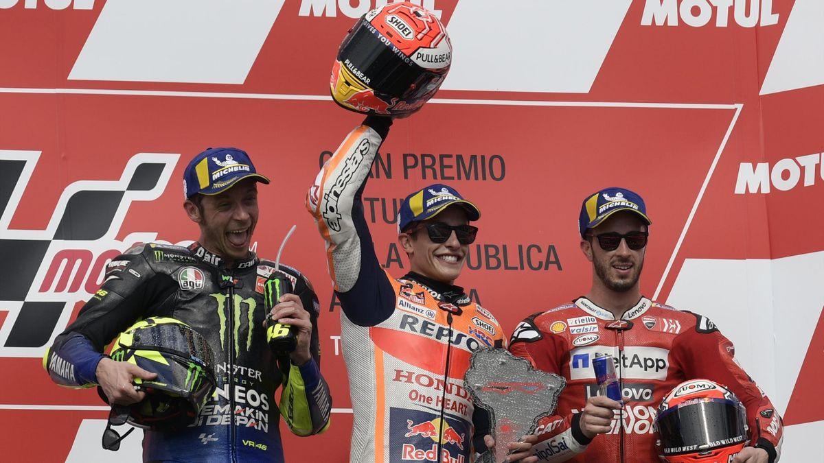 Marc Marquez, Valentino Rossi, Andrea Dovizioso esultano sul podio di Termas de Rio Hondo, Getty Images
