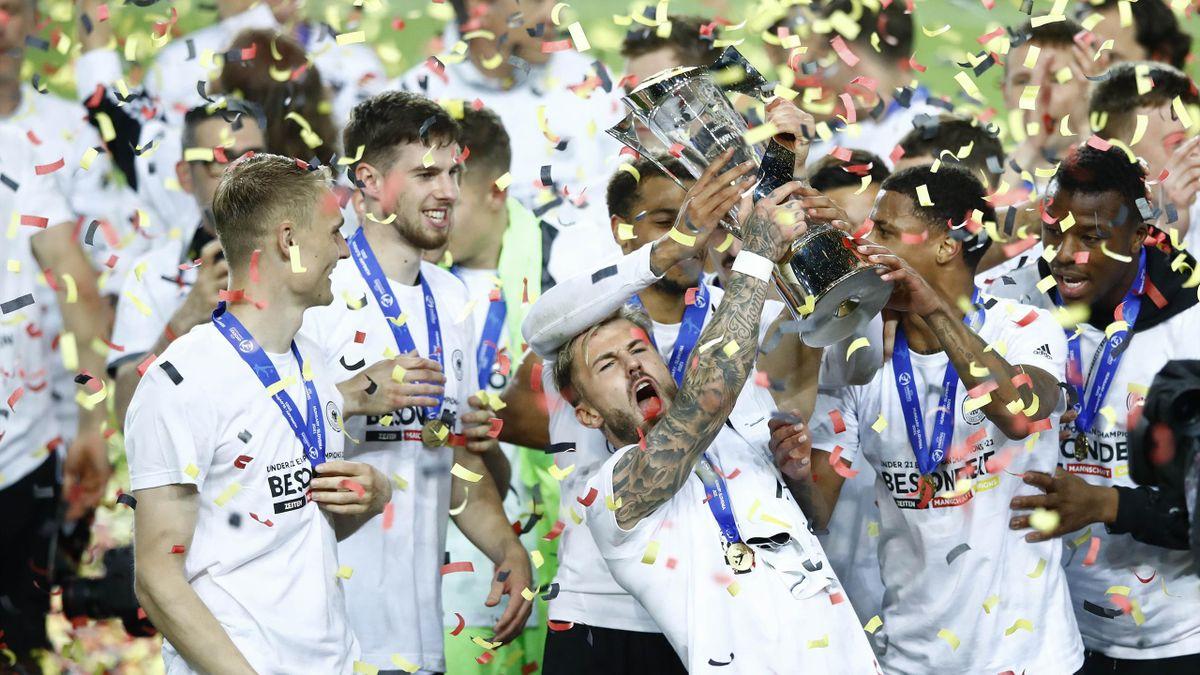 Die deutsche U21-Nationalmannschaft feiert den EM-Titel 2021