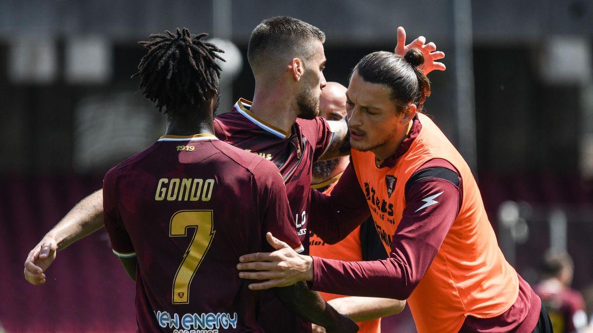 Salernitana-Empoli, Serie B 2020-2021: Luka Bogdan (Salernitana) festeggiato dopo il gol del momentaneo 1-0 (Getty Images)