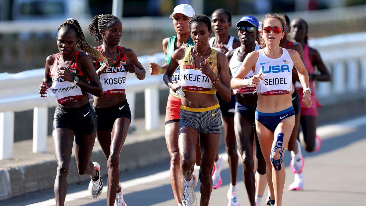 Yisak Melat Kejeta (vorne Mitte) beim Marathon der Frauen