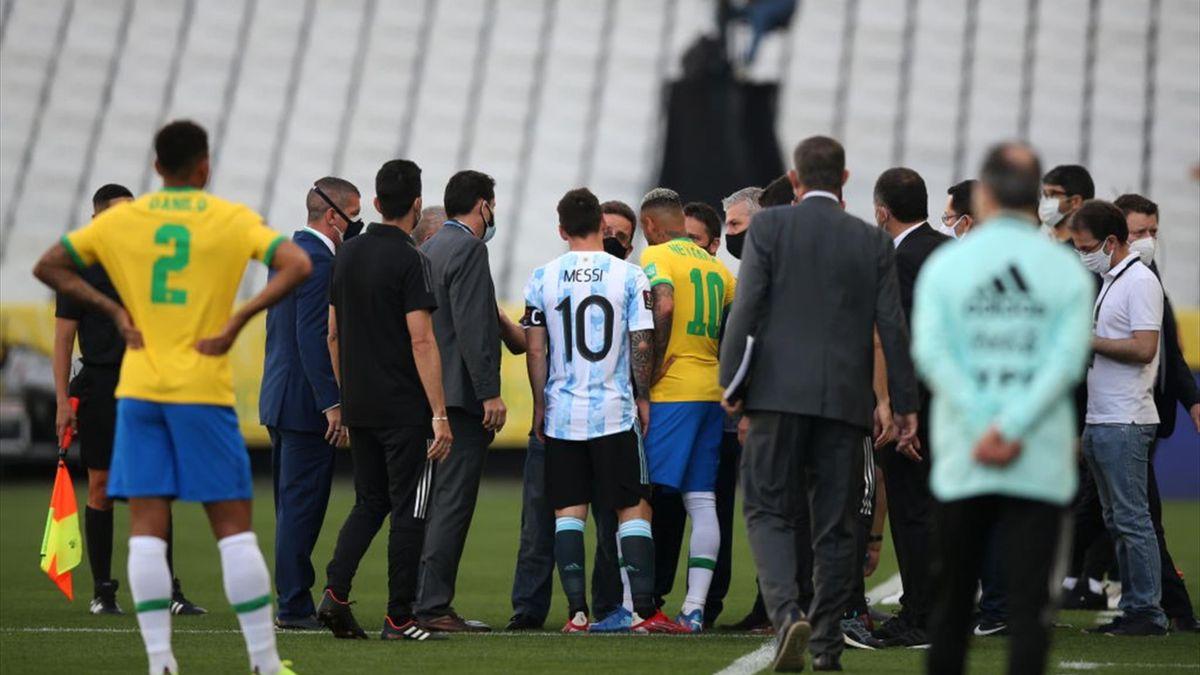 """Clasificación Mundial 2022   El motivo de la suspensión: Brasil quiso  deportar a cuatro jugadores argentinos"""" - Eurosport"""