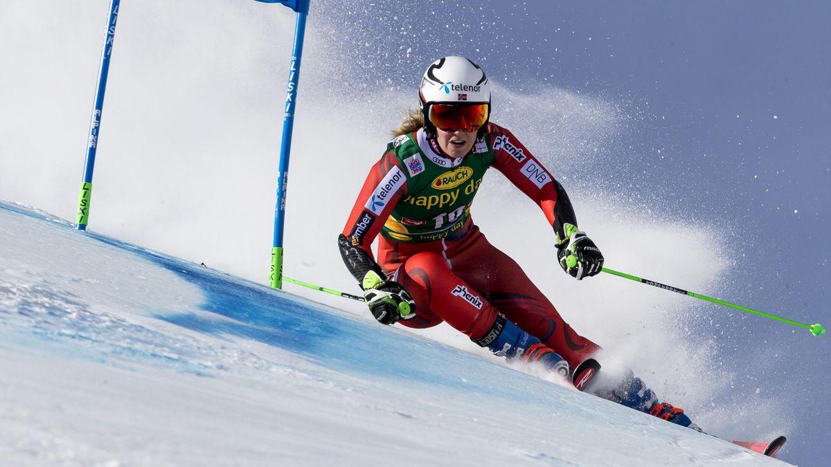 Nina Haver-Løseth i aksjon første omgang av i verdenscuprennet i storslalåm i Sölden søndag.