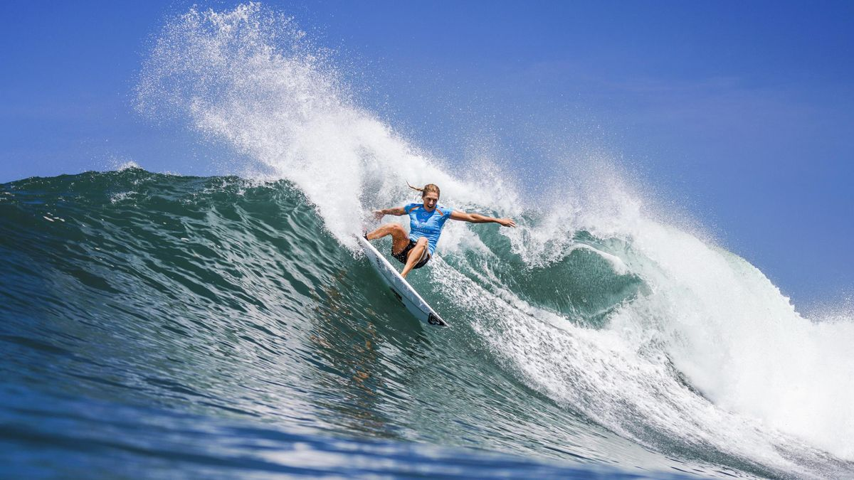 Surf : Stephanie Gilmore and Kanoa Igarashi win in Bali (SNTV)