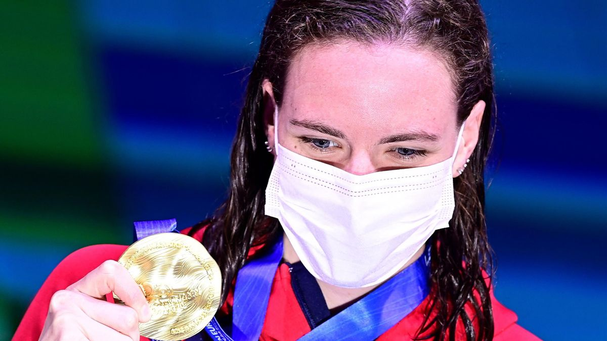 Kathleen Dawson poses with her gold medal after winning the women's 100m Backstroke, LEN European Aquatics Championships, Duna Arena, Budapest on May 21, 2021