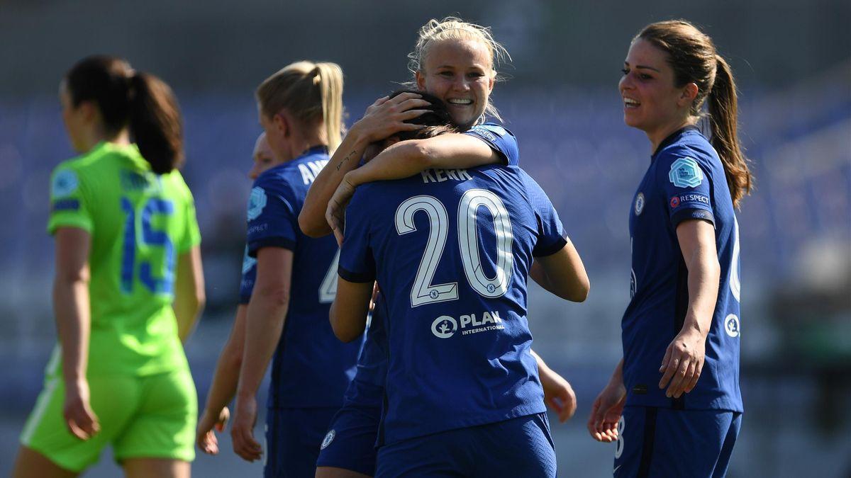Pernille Harder (FC Chelsea) bejubelt ihren Treffer gegen den VfL Wolfsburg