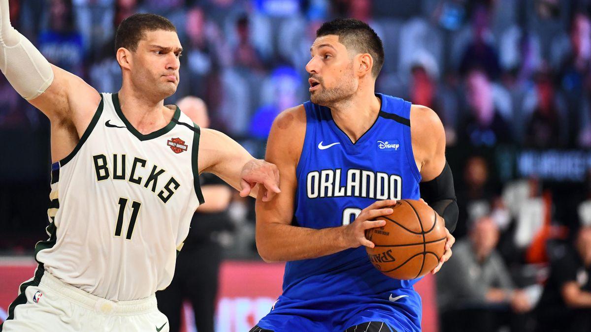 Nikola Vucevic (Orlando Magic) face à Brook Lopez (Milwaukee Bucks)