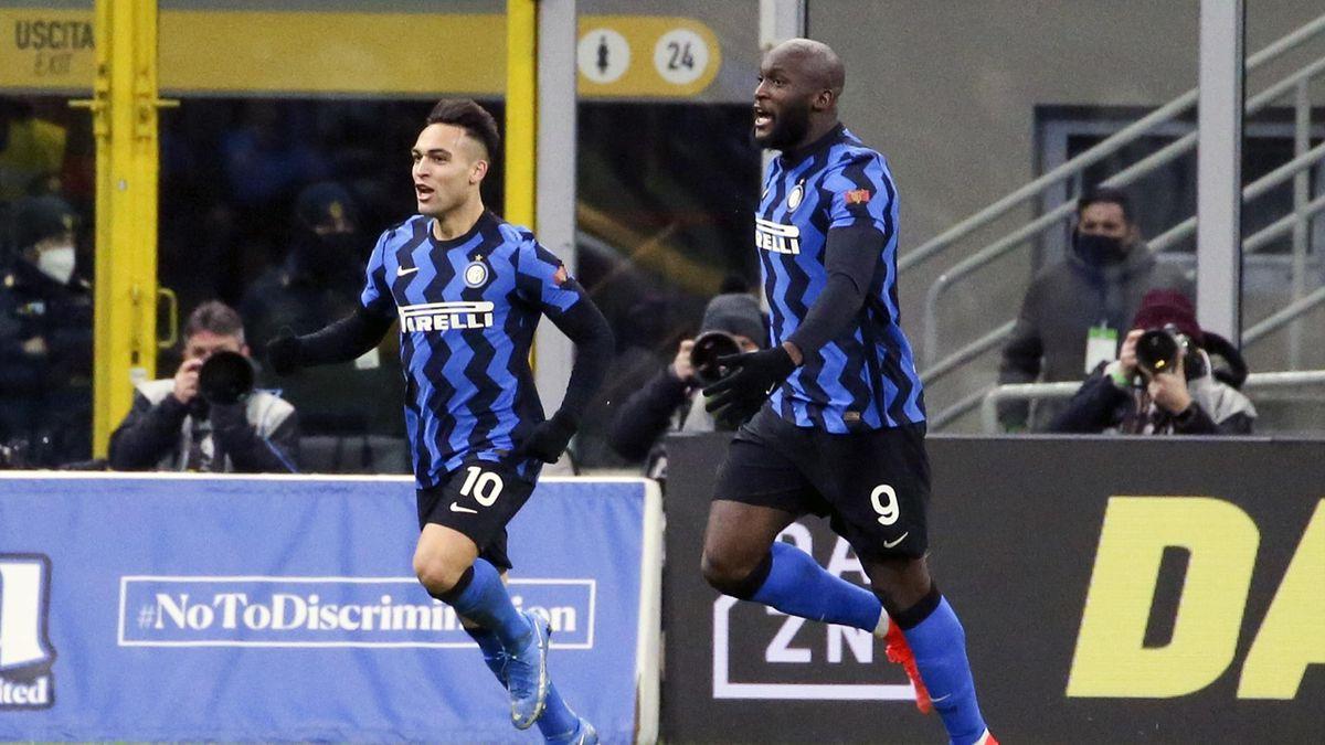 Inters Torschützen unter sich: Romelu Lukaku (rechts) und Lautaro Martínez bejubeln den Erfolg gegen Lazio Rom