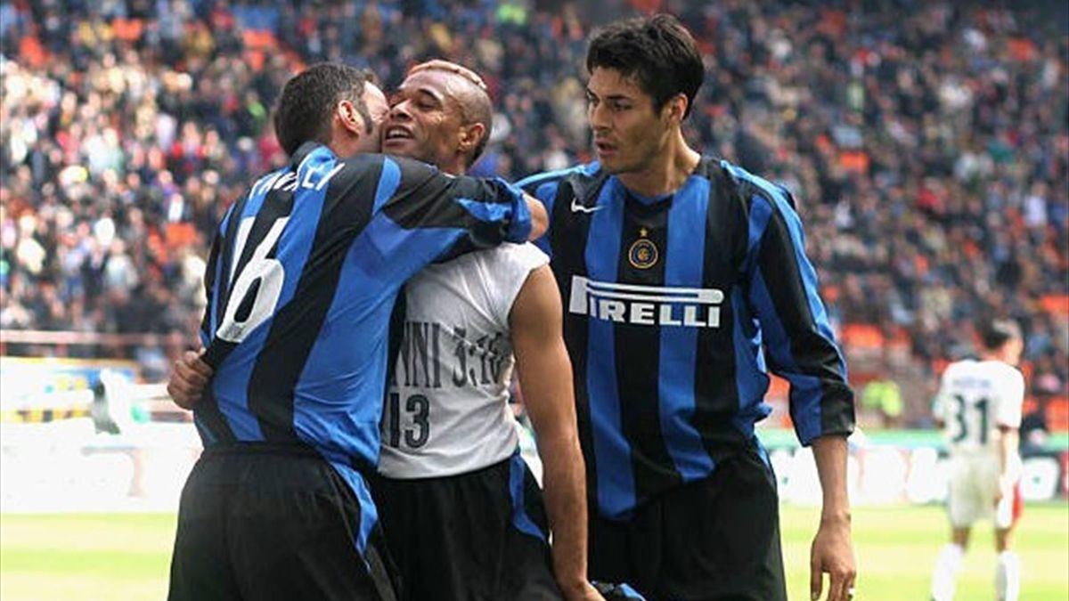 Ze Maria, celebrând un gol marcat pentru Inter
