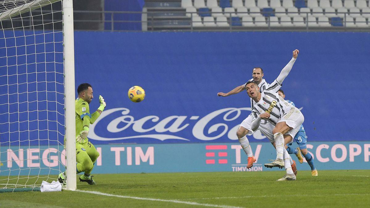 Cristiano Ronaldo (Juventus Turin) erzielt den Siegtreffer in der Supercoppa gegen den SSC Neapel
