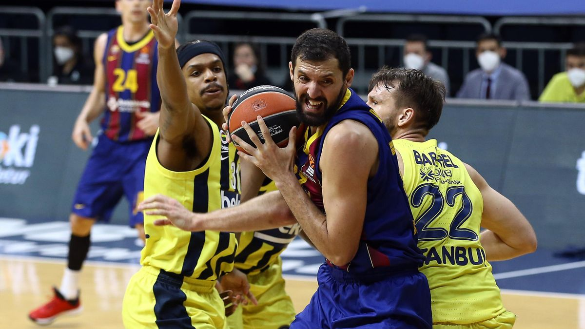 Nikola Mirotic, #33 of FC Barcelona in action during the 2020/2021 Turkish Airlines EuroLeague Regular Season Round 33 match between Fenerbahce Beko Istanbul and FC Barcelona at Ulker Sports Arena on April 02, 2021 in Istanbul, Turkey