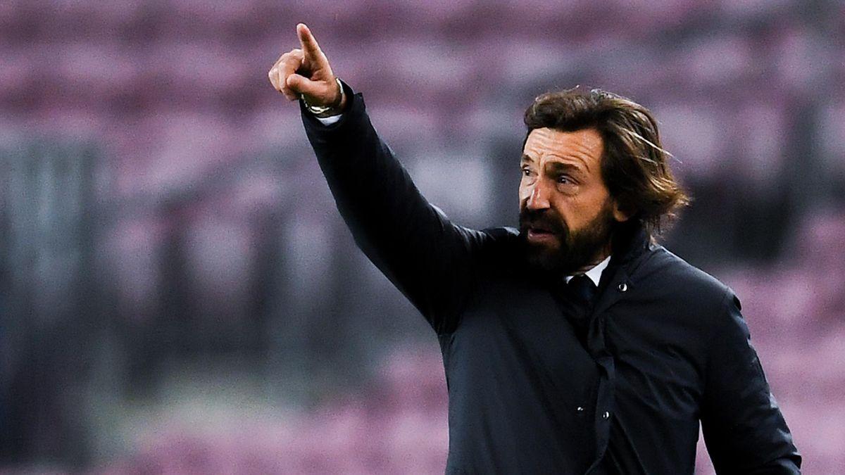 Andrea Pirlo gibt den Juventus-Spielern Anweisungen