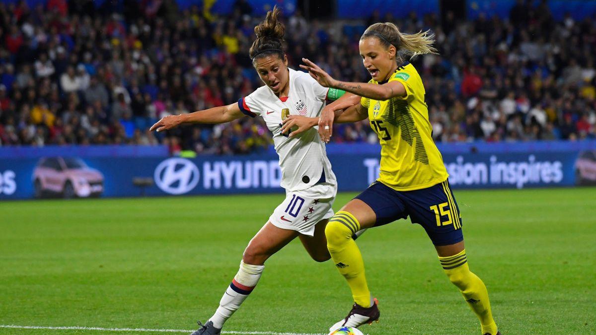 Carli Lloyd (links; USA) und Nathalie Bjorn (Schweden) bei der Fußball-WM 2019