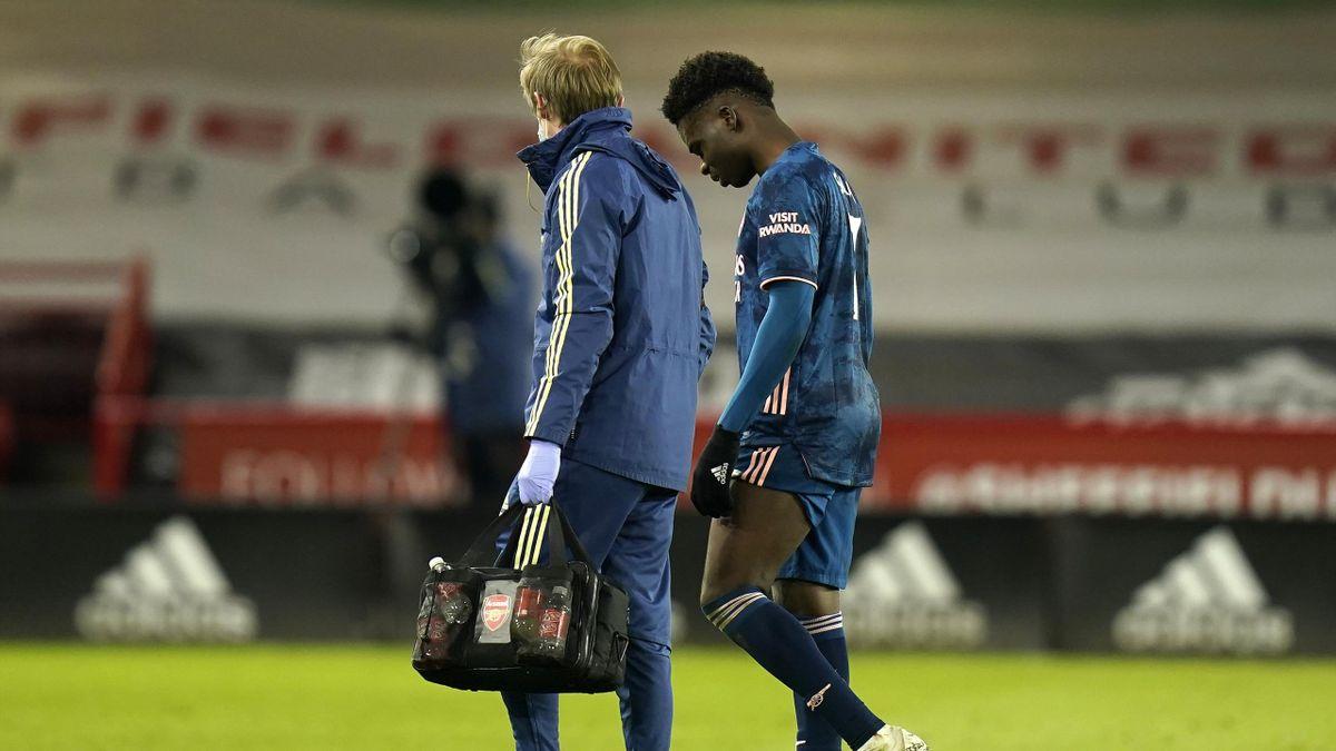 Bukayo Saka limps off injured for Arsenal against Sheffield United, Bramall Lane, April 11, 2021