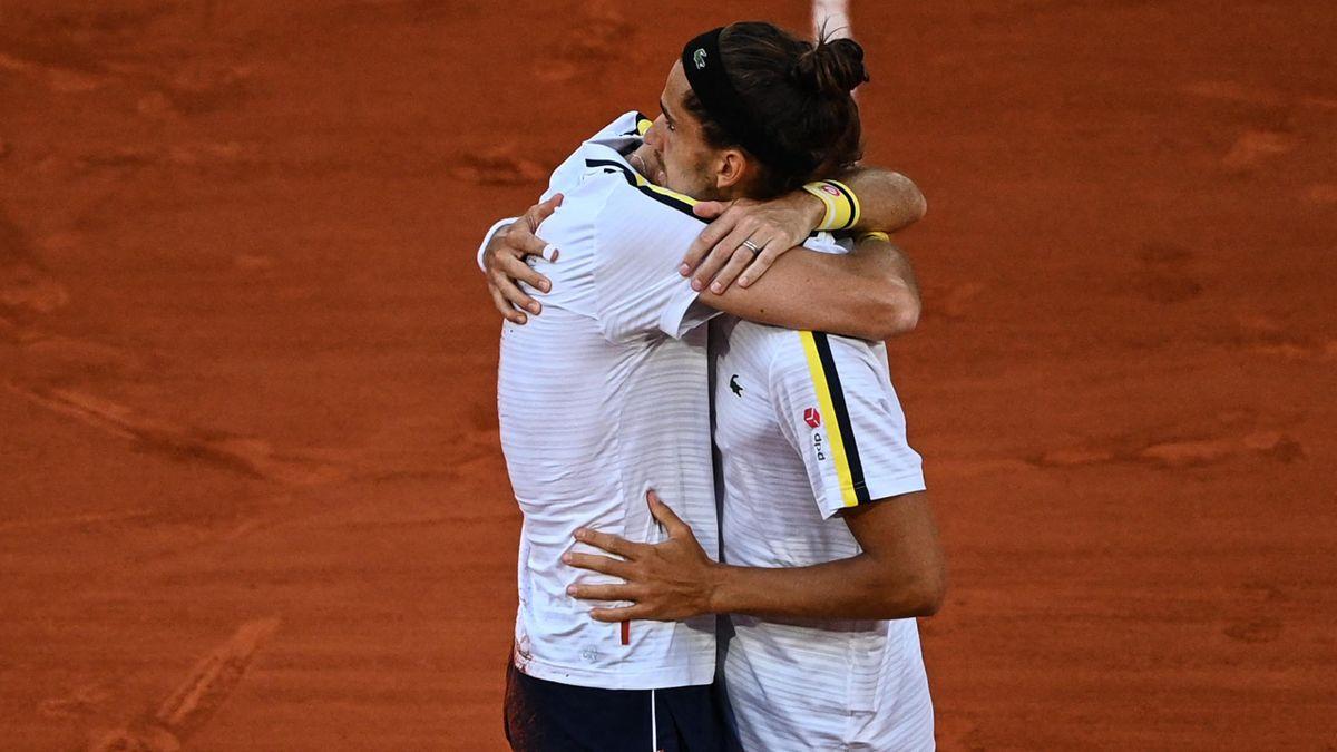Nicolas Mahut umarmt Pierre-Hugues Herbert - French Open 2021