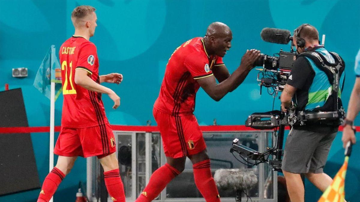 Lukaku saluta Eriksen alla telecamera dopo il gol realizzato in Belgio-Russia - Europei 2021