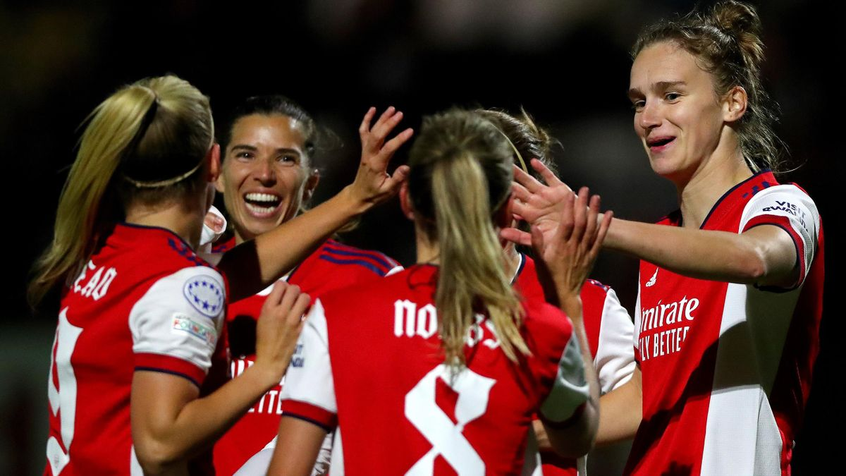 Vivianne Miedema celebrates her goal against Hoffenheim with her Arsenal team-mates