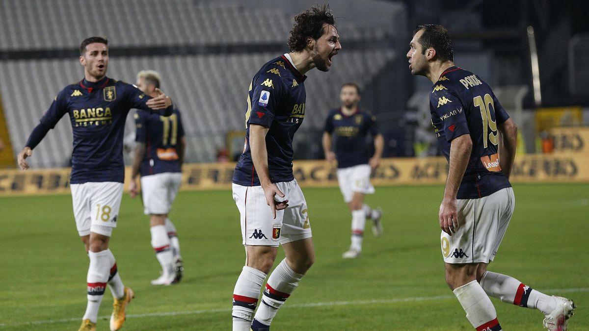 Mattia Destro esulta insieme a Goran Pandev, Spezia-Genoa, Serie A 2020-2021, Getty Images