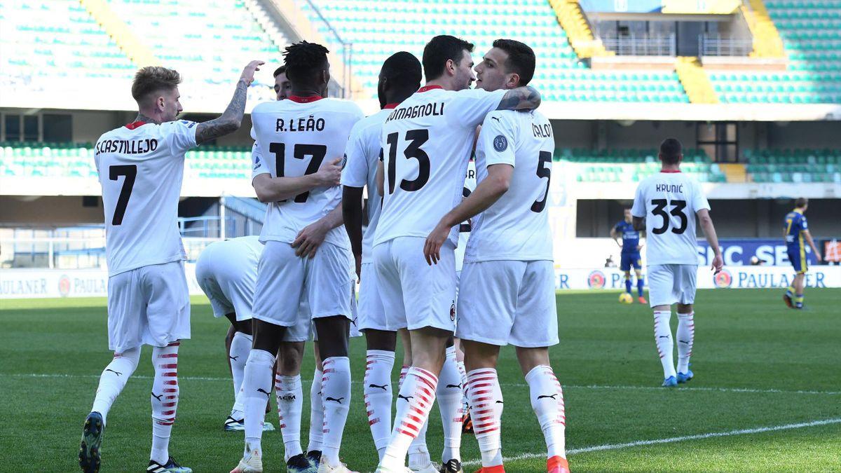 L'esultanza del Milan dopo il 2-0 sull'Hellas Verona