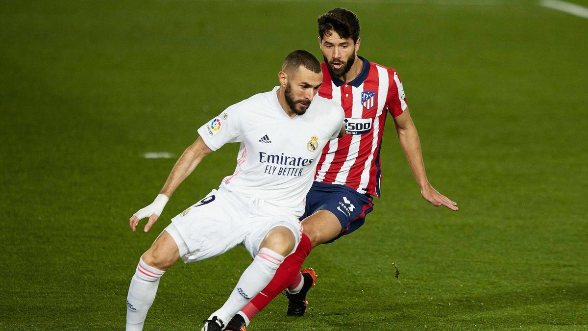 Karim Benzema au duel avec Felipe lors du match opposant le Real Madrid à l'Atlético, le 12 décembre 2020, en Liga