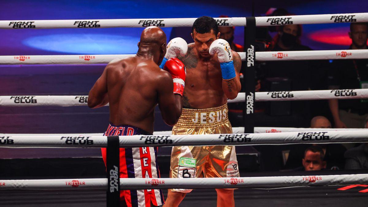 Vitor Belfort humilie Evander Holyfield par KO technique au premier round