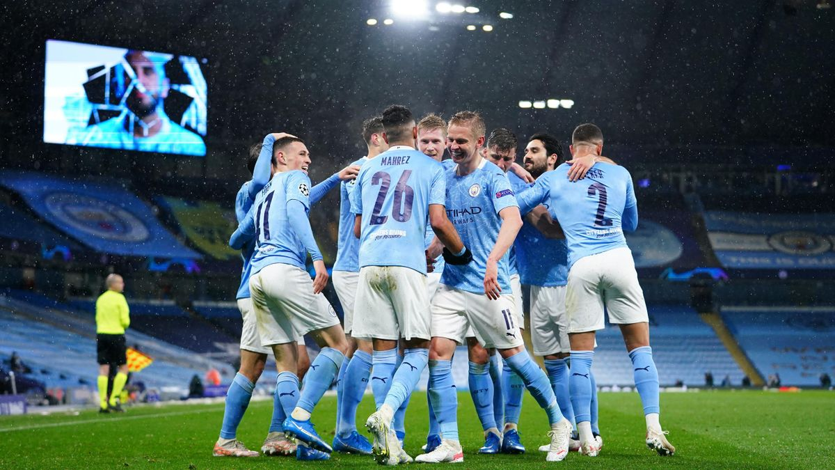 Les joueurs de Man City fêtent le deuxième but de Riyad Mahrez lors de la demie de Ligue des champions contre le PSG