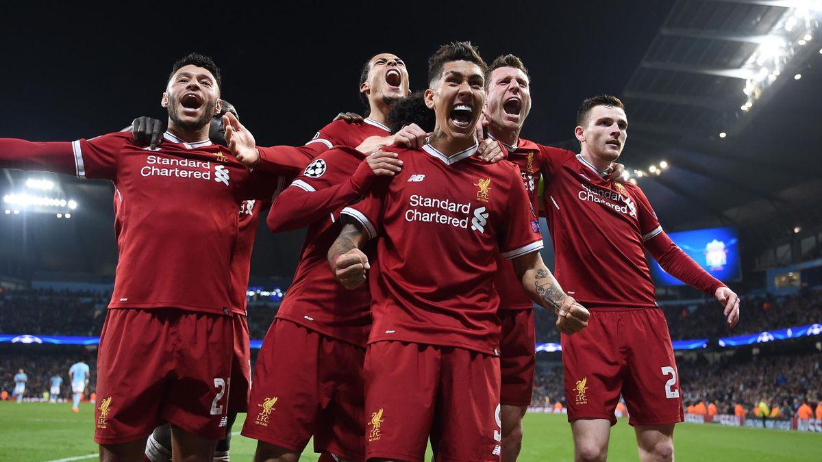 Jucătorii lui Liverpool sărbătorind un gol