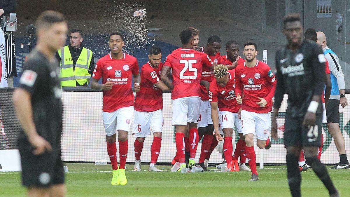 Der 1. FSV Mainz 05 jubelt über ein Tor von Anthony Ujah bei Eintracht Frankfurt