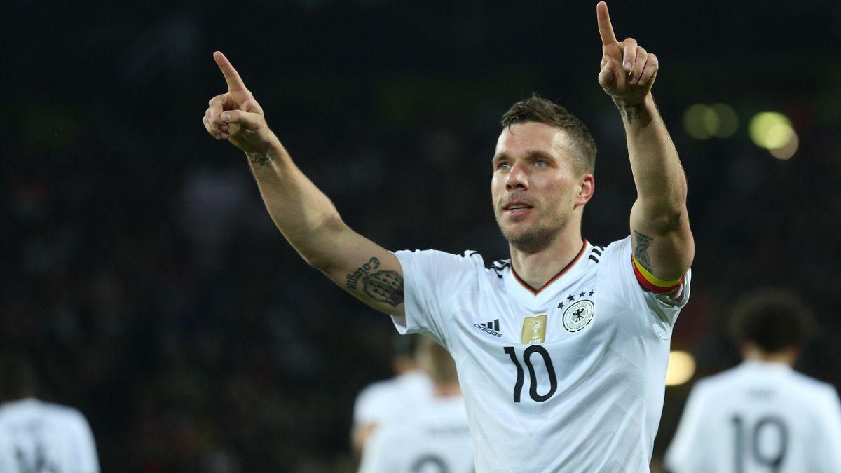 Lukas Podolski après son but contre l'Angleterre pour sa dernière sélection avec l'Allemagne