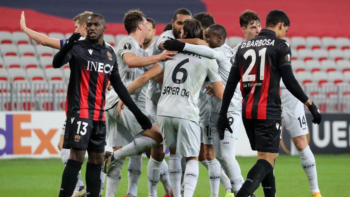 Les joueurs de Leverkusen célèbrent le but d'Aleksandar Dragovic contre Nice en Ligue Europa