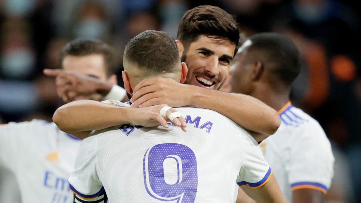 Marcos Asensio and Karim Benzema celebrate