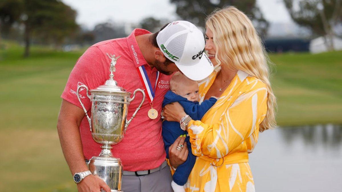 Jon Rahm con su mujer Kelley Cahill y su hijo Kepa