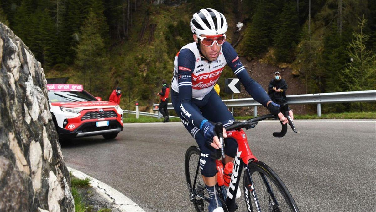 Vincenzo Nibali durante la tappa di Cortina in azione sul Giau - Giro d'Italia 2021
